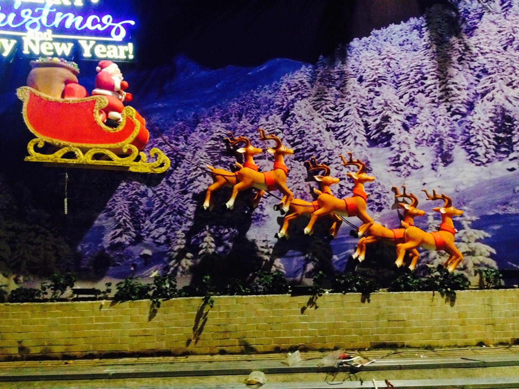 Mô hình ông già Noel và tuần lộc